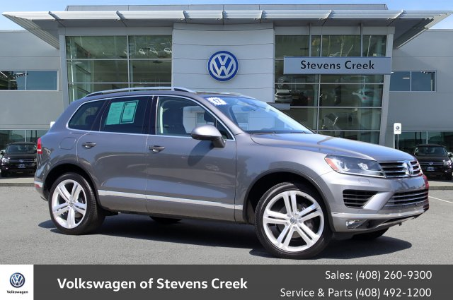 Pre-Owned 2017 Volkswagen Touareg Executive
